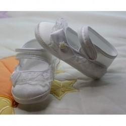 Beyaz Dantelli Bebek Patiği