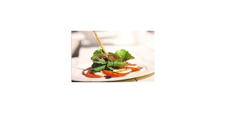 Domatesli ve Rokalı Mozzarella Salatası